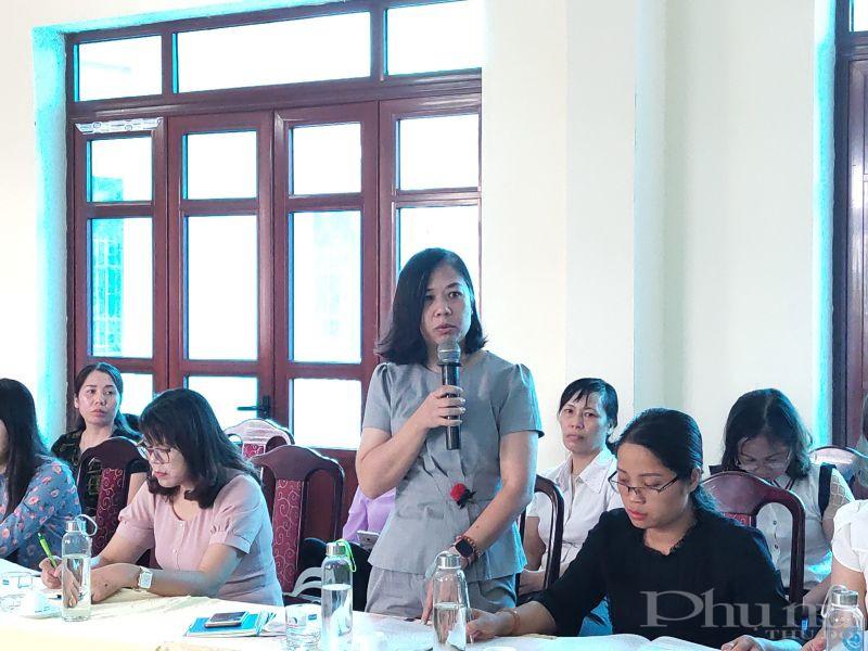 Đồng chí Ngô Thị Thúy Hằng - Phó Chủ tịch Hội LHPN huyện Đông Anh phát biểu tại hội nghị tọa đàm