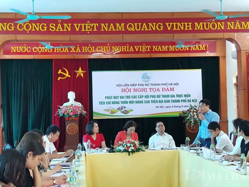 Đồng chí Ngọ Văn Ngôn – Trưởng phòng Tổng hợp, Văn phòng điều phối chương trình xây dựng nông thôn mới thành phố Hà Nội phát biểu tại hội nghị tọa đàm