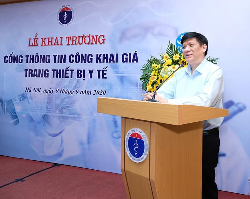 Quyền Bộ trưởng Bộ Y tế Nguyễn Thanh Long phát biểu tại lễ khai trương.