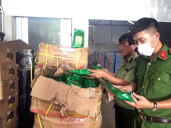 Nguyên liệu trà sữa nhập lậu được tổ liên ngành thu giữ tại huyện Mê Linh ngày 4/9