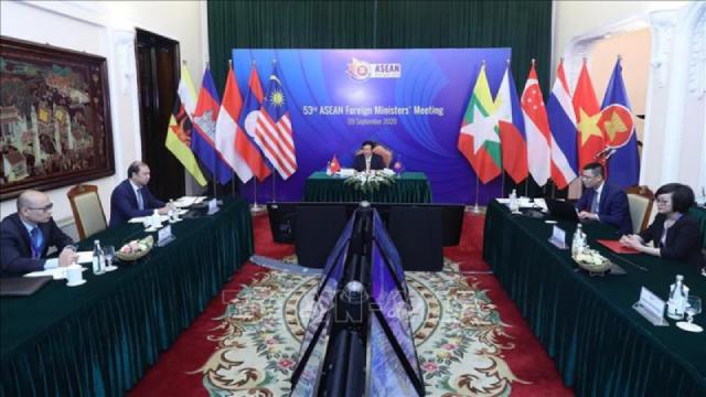Phó Thủ tướng, Bộ trưởng Ngoại giao Phạm Bình Minh chủ trì họp Hội đồng Điều phối ASEAN lần thứ 27. (Ảnh TTXVN)