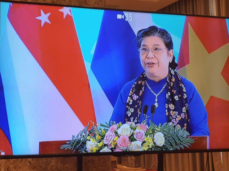 Phó Chủ tịch Quốc hội Tòng Thị Phóng nhận giải thưởng Vì sự cống hiến xuất sắc của Đại hội đồng AIPA