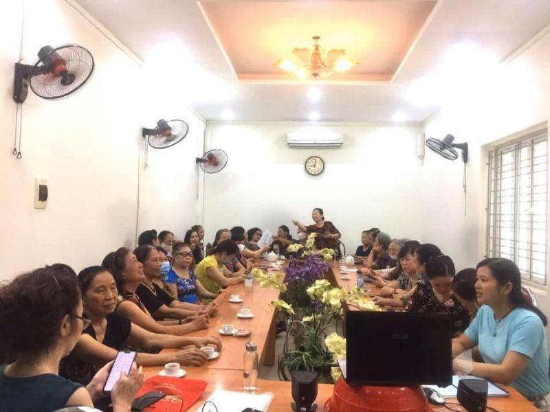 Các nữ chủ doanh nghiệp và cán bộ CLB nữ doanh nhân Hà Nội tham gia talkshow