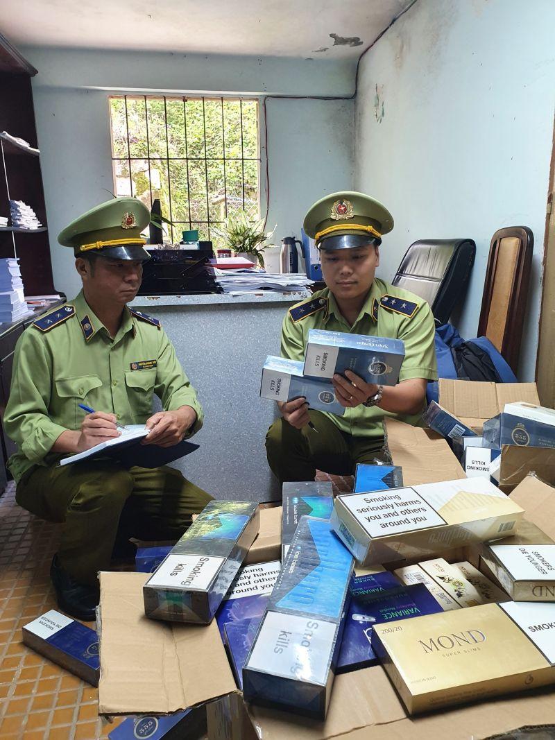 Đội QLTT số 1 thuộc Cục QLTT tỉnh Lâm Đồng đã tiến hành kiểm tra đột xuất đối với cửa hàng Tuyết Thơm và phát hiện một số mặt hàng thuốc lá điếu nhập lậu
