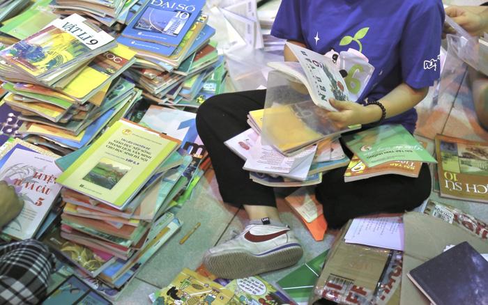 Với mục tiêu nâng cao nhận thức và tạo dựng thói quen tái chế, tại đây Striped sẽ thu gom chai lọ cũ, sách vở, báo và các loại giấy cùng quần áo đã qua sử dụng tới nơi tập kết.