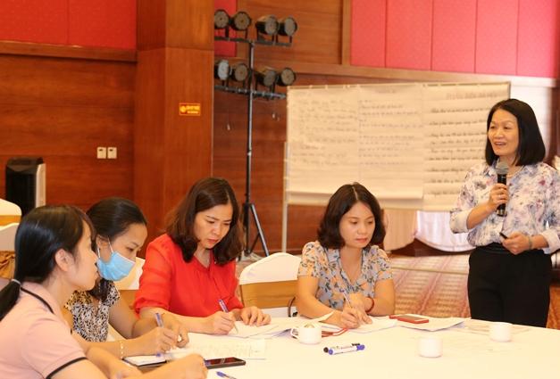 Phó Chủ tịch Hội LHPN Việt Nam Bùi Thị Hòa cũng nêu ra gợi ý 4 bước thực hiện lồng ghép giới trong dự thảo văn bản quy phạm pháp luật