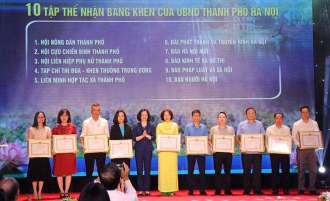 Hội Phụ nữ TP Hà Nội có thành tích trong triển khai tổ chức cuộc thi nhận Bằng khen của UBND thành phố.