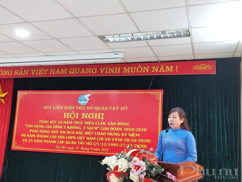 Đồng chí Bùi Thị Thúy Hằng - Chủ tịch Hội LHPN quận Tây Hồ phát động đợt thu đua đặc biệt