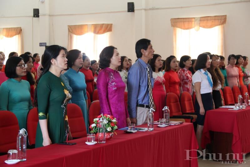 Các đại biểu và học viên tham dự lễ Bế giảng khóa đào tạo bồi dưỡng nghiệp vụ cho các cán bộ Hội Phụ nữ cơ sở.