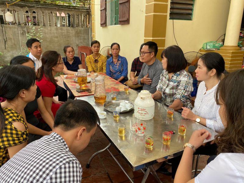 Hội LHPN huyện Thường Tín và Hội LHPN xã Nguyễn Trãi thăm hỏi, động viên gia đình cháu Hiền
