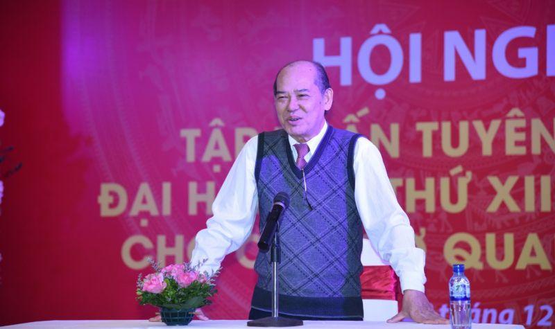 Đồng chí Nguyễn Đức Hà, nguyên Vụ trưởng Vụ Cơ sở Đảng, Ban Tổ chức Trung ương trình bày hai chuyên đề
