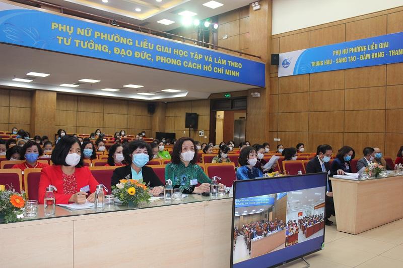 Các đại biểu tham dự tại điểm cầu Hội trường Quận ủy - UBND quận Ba Đình