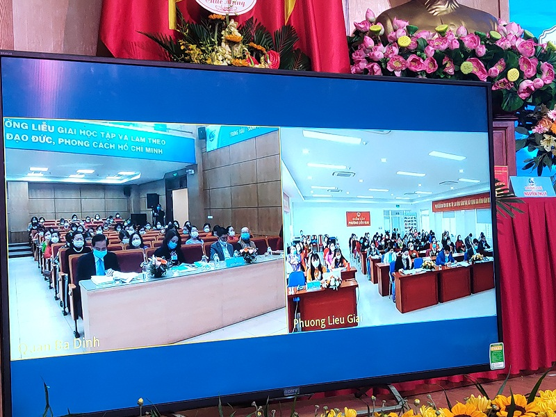 Thông qua cầu truyền hình trực tuyến, các đại biểu tham dự tại điểm cầu Phường Liễu Giai đã theo dõi toàn bộ diễn biến của Đại hội và chương trình đại hội đã đề ra