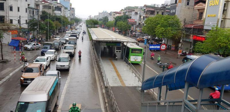 xe buýt nhanh BRT được bố trí đường riêng chiếm 1/3 mặt cắt ngang