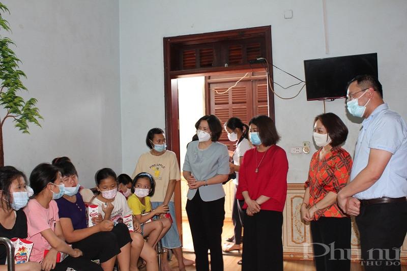 Đoàn công tác thăm, động viên và tặng quà cho các cháu nhỏ tại Mái ấm Thánh Tâm