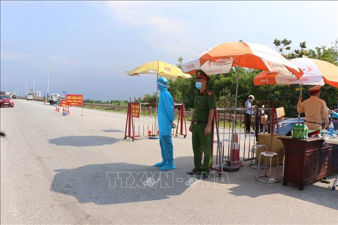 Chốt kiểm soát dịch bệnh COVID-19 tại cầu Hồ, huyện Thuận Thành, tỉnh Bắc Ninh. Ảnh minh họa: Thanh Thương/TTXVN