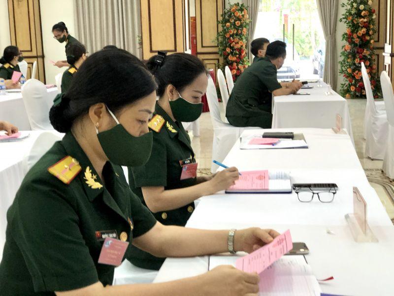 Cán bộ, hội viên phụ nữ Văn phòng Bộ Tư lệnh nghiên cứu kỹ để bầu chọn BCH Hội nhiệm kỳ mới