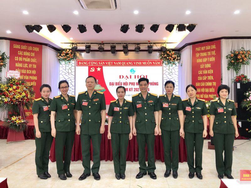 Lãnh đạo Văn phòng Bộ Tư lệnh Thủ đô chúc mừng BCH Hội Phụ nữ Văn phòng nhiệm kỳ mới