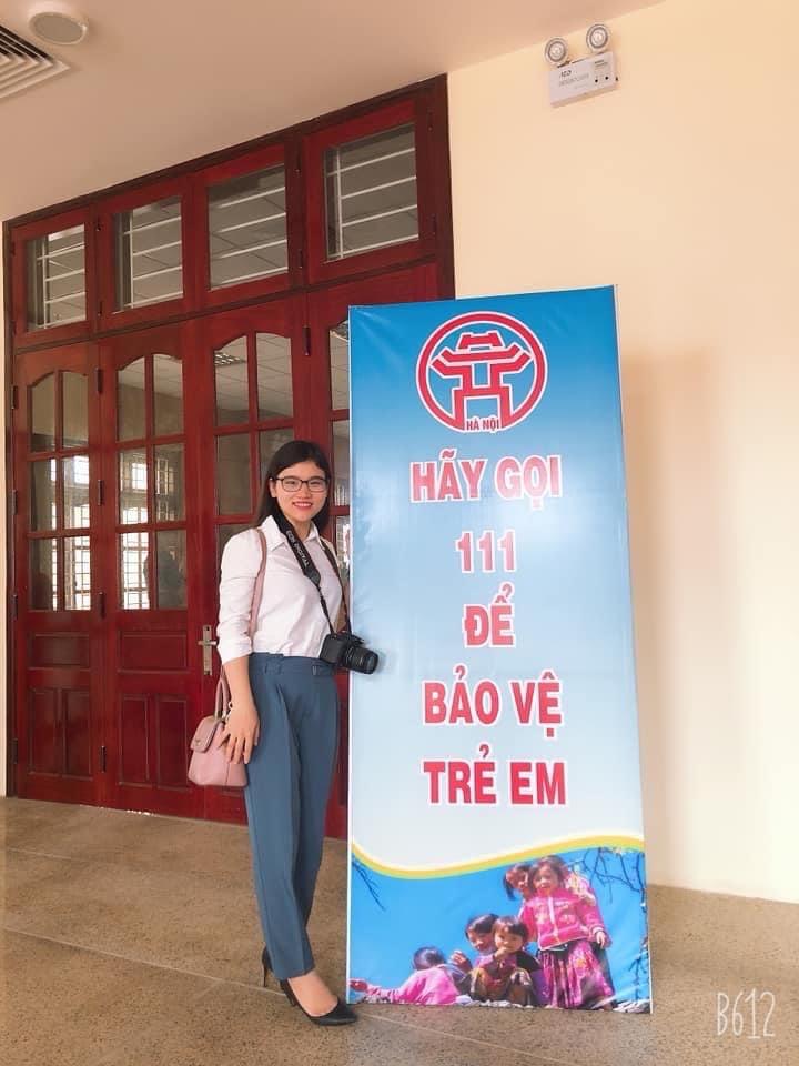 Nhà báo Văn Hồng Nhung