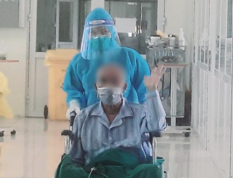 Sau nhiều ngày điều trị, bệnh nhân đã thoát khỏi nguy kịch, âm tính với SARS-CoV-2 và được xuất viện.