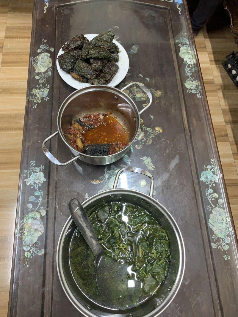 Bữa cơm đạm bạc của gia đình bà Hoa