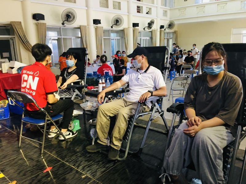 3 thành viên trong gia đình chị Phạm Thị Hồng Nhung - hội viên phường Thượng Đình tham gia ngày hội