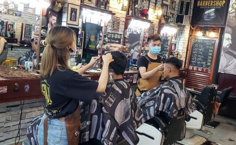Mức thuế GTGT 5% và thuế TNCN 2% áp dụng đối với hộ và cá nhân kinh doanh cắt tóc, gội đầu... đã được áp dụng ổn định từ năm 2015 đến nay (Ảnh minh họa: KT)