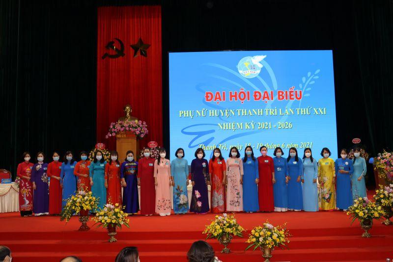 Các đại biểu BCH Hội LHPN huyện Thanh Trì khoá XXI ra mắt Đại hội
