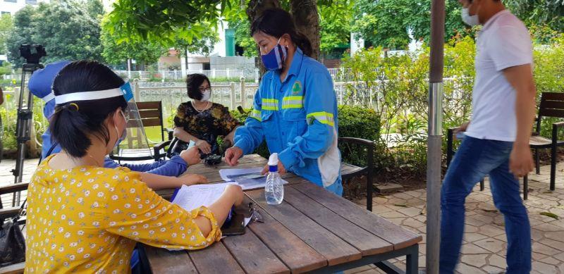Chị Doãn Thị Cam đề nghị được nhận lại tiền đóng BHXH tháng 12 mà công nhân đã phải tự đóng để chốt sổ