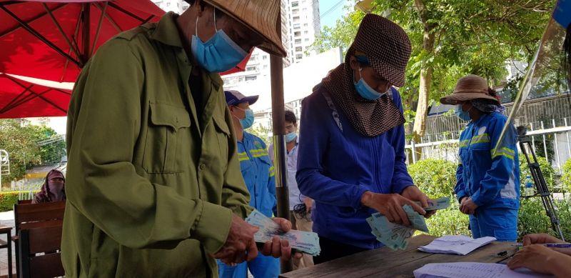 Bà Nguyễn Thị Hoa và ông Phạm Hữu Sót nhận 60,8 triệu đồng