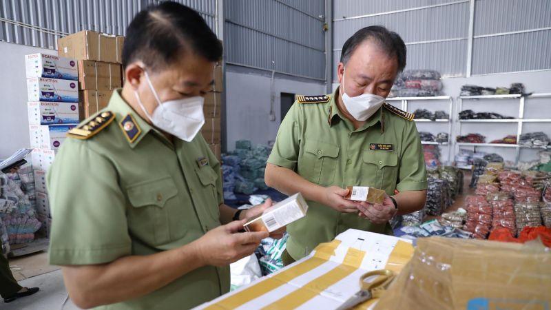 Tổng cục trưởng Tổng cục Quản lý thị trường Trần Hữu Linh trực tiếp