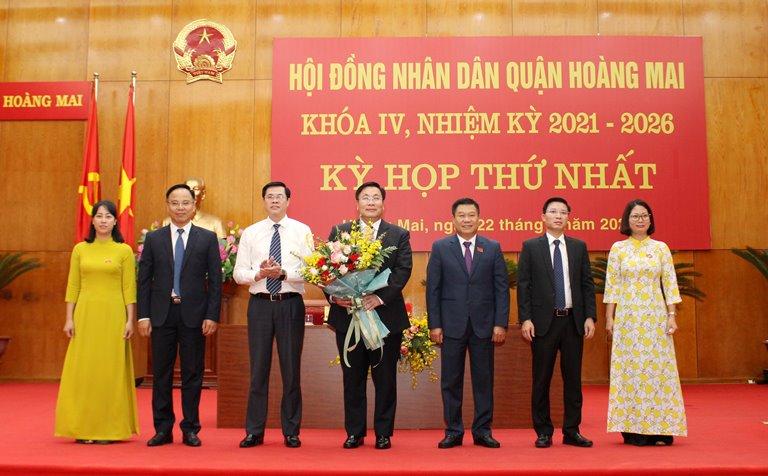 Các thành viên Thường trực HĐND quận Hoàng Mai khóa IV, nhiệm kỳ 2021-2026.