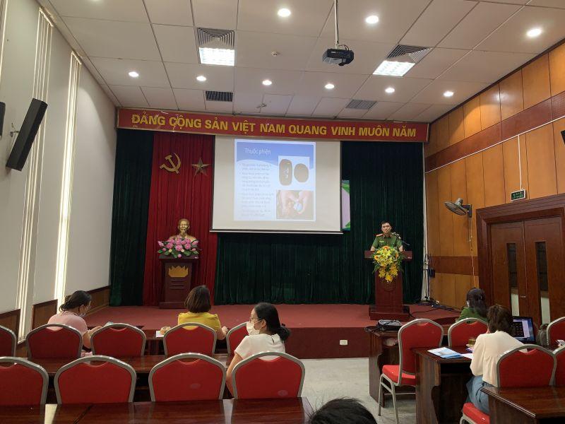 Báo cáo viên trình bày tại điểm cầu Hội LHPN TP Hà Nội