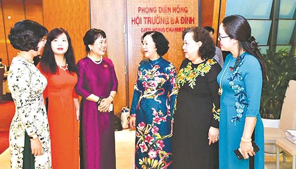 Các nữ đại biểu Quốc hội khóa XIV. Ảnh: PNVN