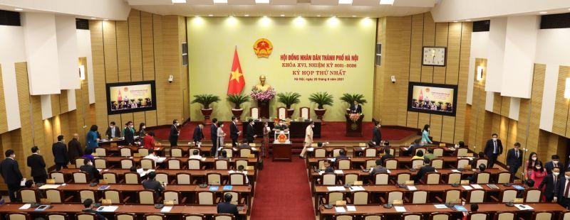 Các đại biểu bỏ phiếu bầu các chức danh chủ chốt HĐND thành phố nhiệm kỳ 2021-2026