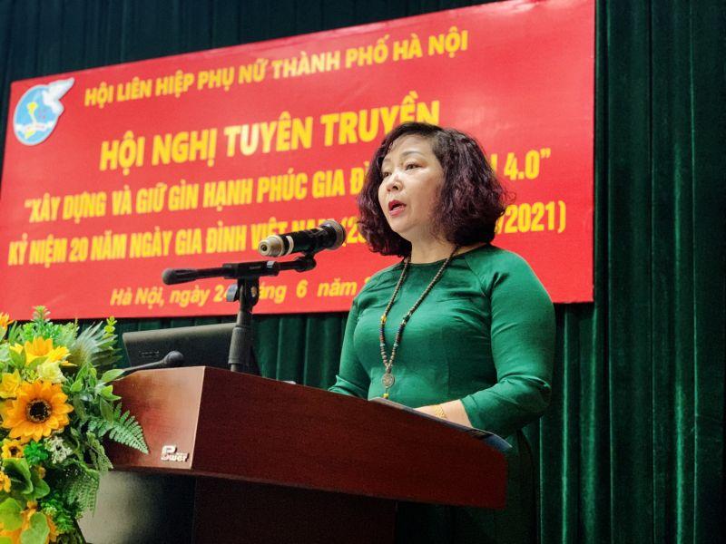Đồng chí Lê Thị Thiên Hương - Phó Chủ tịch Hội LHPN TP Hà Nội phát biểu khai mạc hội nghị trực tuyến Giữ gìn hạnh phúc gia đình 4.0