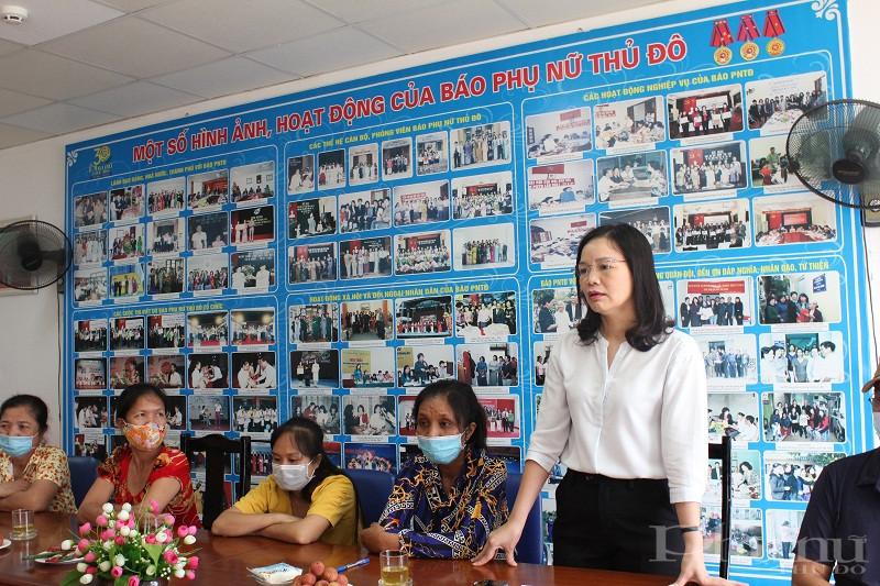 Chị  Hoàng Thị Bảy – Chủ tịch Hội LHPN huyện Đan Phương chia sẻ và gửi lời cảm ơn tới Báo PNTĐ và Tập đoàn Dầu khí quốc gia Việt Nam đã dành tình cảm đặc biệt tới các gia đình còn khó khăn trên địa bàn huyện