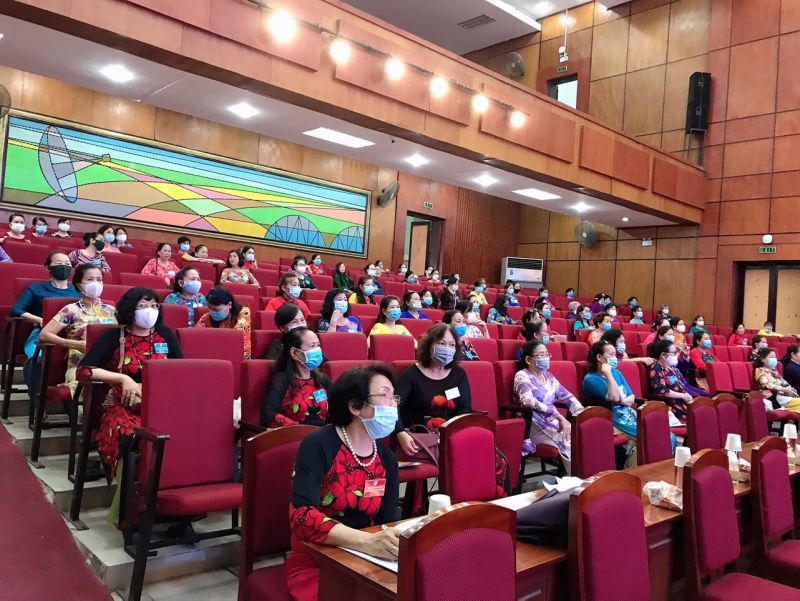 Các đại biểu dự Đại hội giữ khoảng cách, đảm bảo công tác phòng, chống dịch Covid-19