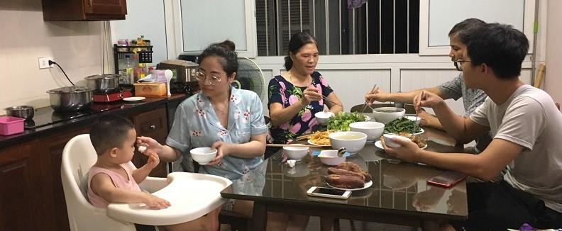 Dịp này, Quận Hội vận động các gia đình hội viên thực hiện bữa cơm sum họp gia đình nhằm chia sẻ và kết nối yêu thương trong các gia đình