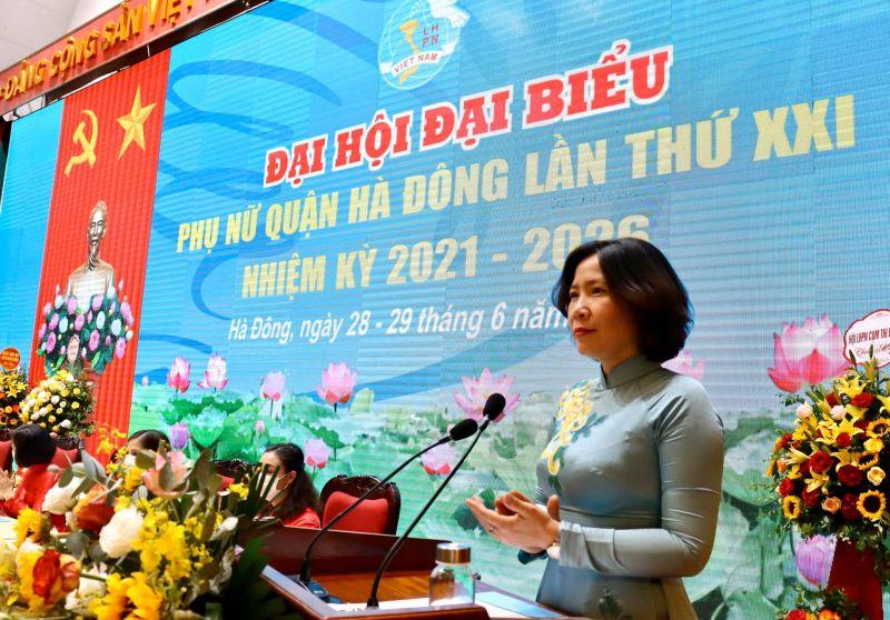 Chủ tịch Hội LHPN Hà Nội Lê Kim Anh phát biểu chỉ đạo Đại hội