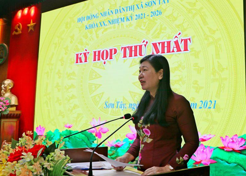 Đồng chí Nguyễn Lan Hương phát biểu
