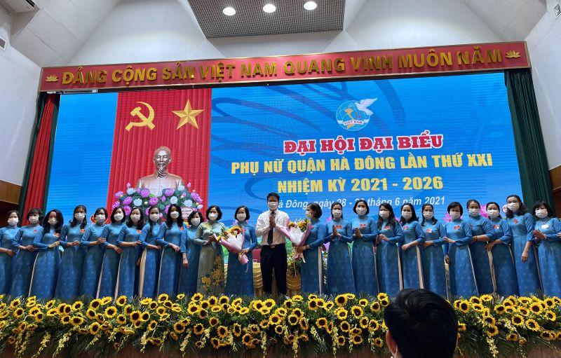 BCH Hội LHPN quận Hà Đông khóa XXI gồm 27 đồng chí ra mắt
