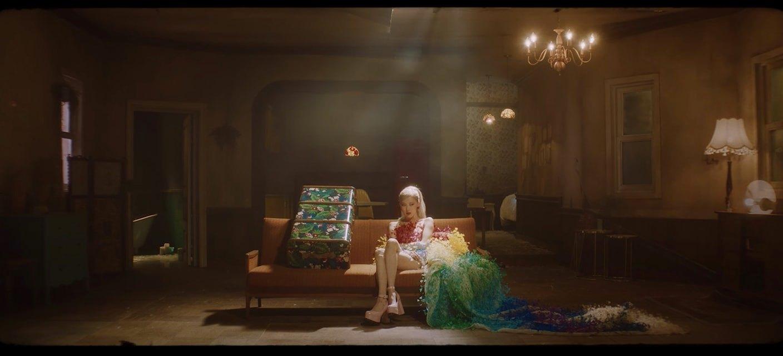 Thiết kế của Công Trí giúp Rose lộng lẫy trong MV