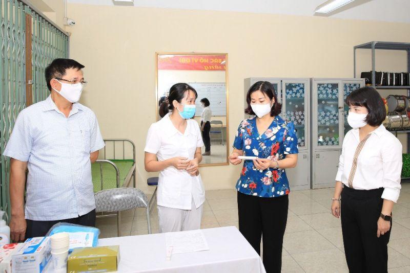 Phó Bí thư Thường trực Thành ủy Hà Nội Nguyễn Thị Tuyến kiểm tra công tác chuẩn bị kỳ thi tốt nghiệp trung học phổ thông năm 2021 tại điểm thi Trường THPT Đông Mỹ (huyện Thanh Trì).