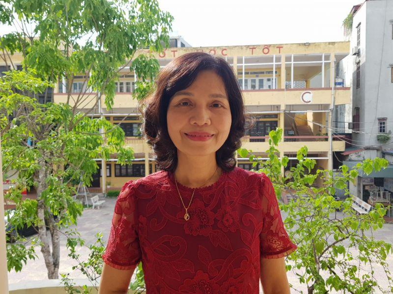 Cô giáo Phạm Tuyết Mai, Hiệu trưởng Trường THPT Quang Trung, quận Hà Đông,