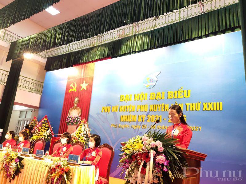 Đồng chí Trương Thanh Hưng , Chủ tịch Hội LHPN huyện Phú Xuyên phát biểu khai mạc phiên chính thức Đại hội