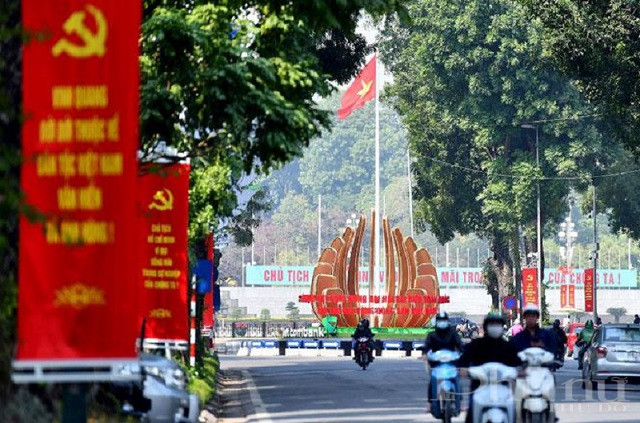 Đảng bộ thành phố Hà Nội tiếp tục tập trung xây dựng, chỉnh đốn Đảng, nâng cao năng lực lãnh đạo và sức chiến đấu, quyết tâm xây dựng Thủ đô ngày càng giàu đẹp, văn minh, hiện đại. Ảnh: Duy Linh