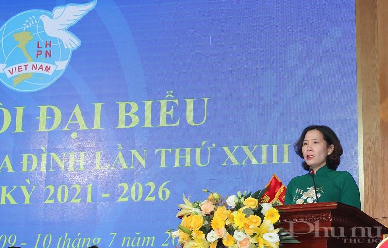 Đồng chí Lê Kim Anh - Thành  ủy viên Chủ tịch Hội LHPN Hà Nội phát biểu chỉ đạo Đại hội
