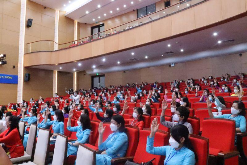 183 đại biểu chính thức biểu quyết giơ tay bầu BCH Hội LHPN quận Đống Đa khóa XXIII, bầu đoàn đại biểu dự Đại hội Đại biểu Phụ nữ TP Hà Nội lần thứ XVI