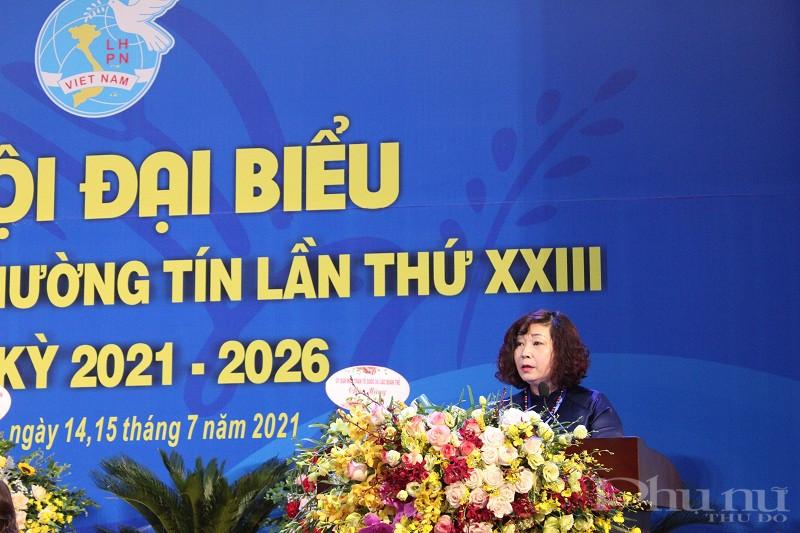 Đồng chí Lê Thị Thiên Hương - Phó Chủ tịch Hội LHPN Hà Nội phát biểu chỉ đạo Đại hội